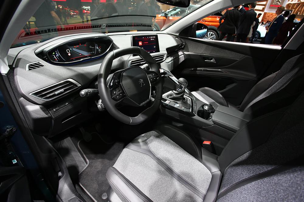 Paris 2016 Peugeot 5008 2