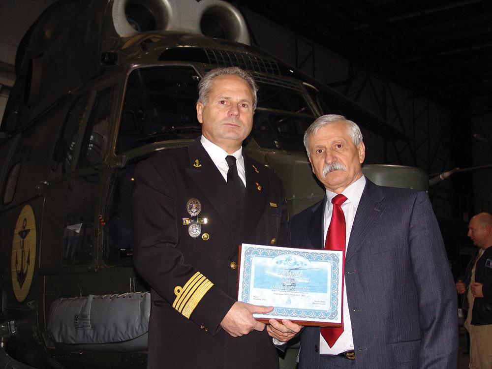 Director de program – Cdor. ing. Angelică Borţosu (stânga) şi Director general I.A.R. Ghimbav – Neculai Banea (dreapta)