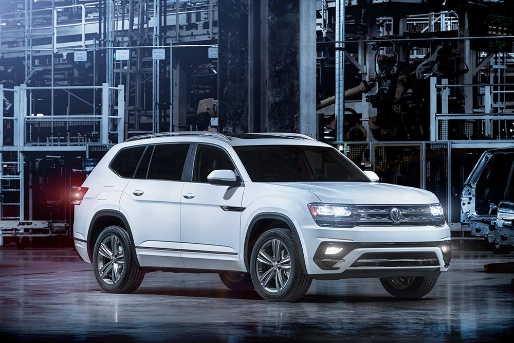 Echiparea R-Line, care la alte modele VW înseamnă un plus de sportivitate, la Atlas nu reprezintă decât un tratament estetic, extern și interior.