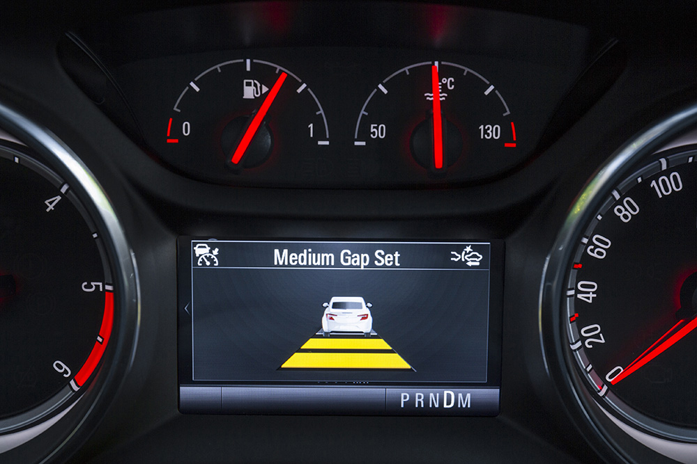 Cockpit display: icons in the instrument cluster inform Astra-driver about set speed, selected gap and if adaptive cruise control has detected a vehicle ahead.