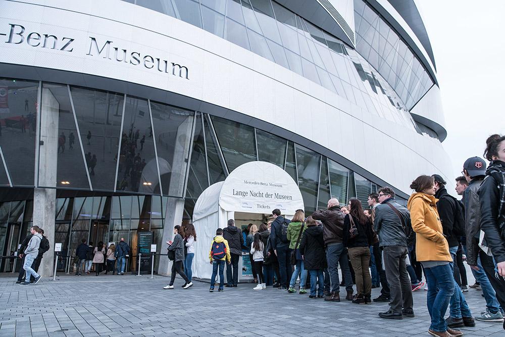 Lange Nacht steht im Mercedes-Benz Museum unter einem guten Stern: Begeisterung bis weit über die Geisterstunde hinaus